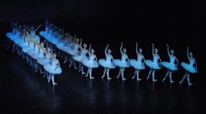 LABUDOVO JEZERO <br />P. I. Čajkovski, koreografija: Vladimir Logunov, dirigent: Mikica Jevtić